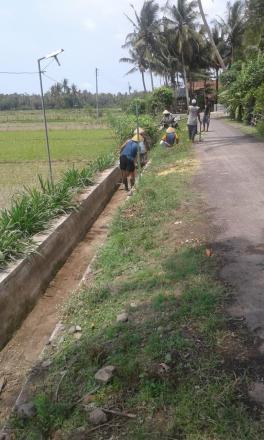 Pembersihan Drainase Dusun Bangkrungan Desa Tirtosari