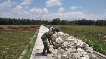 Pembangunan Talud Dusun Mulekan II Desa Tirtosari