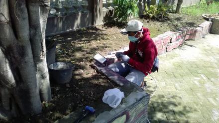 Pemasangan Lampu Taman Kelurahan Tirtosari