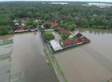 Diguyur Hujan Deras, Desa Tirtosari Terendam Banjir